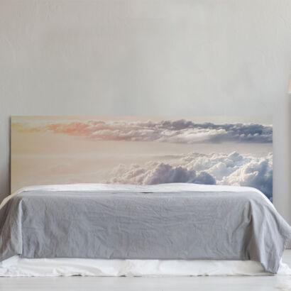 Cabecero cama cielo y nubes montaje