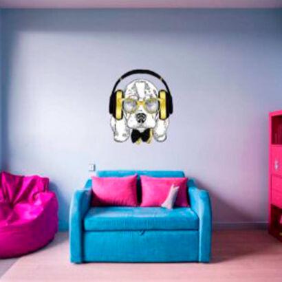 vinilo-decorativo-perro-escuchando-musica
